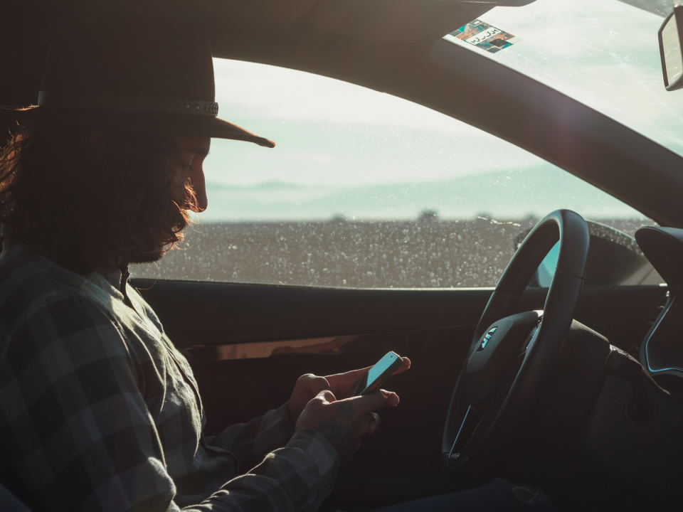 What are the distracted driving laws in Michigan?